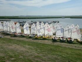 50 kis vitorláshajó népesítette be a Sarudi - medence vízfelületét a hétvégén