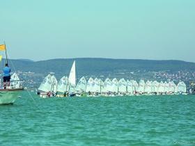 A Balatoni Yacht Club rendezésében elkezdődött az Optimist nyílt OB