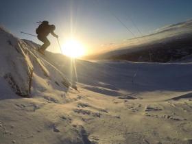 Éld át a hegyek hangulatát ajándék Helly Hansen síbelépőjével