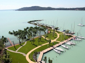Idén újra Balaton Típusú Hajók Találkozója és Versenye a Hajógyári Kikötőben!