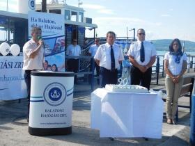 Különleges tortával köszöntötte a BAHART  a 90 éves CSONGOR nosztalgiahajót
