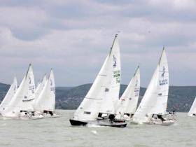 Pazar szél és remek versenyzés az első J/24 flottabajnokságon