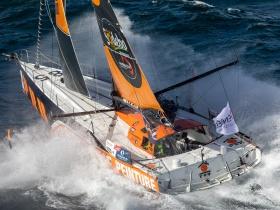 Vendée Globe: Kevin Escoffier hajója elsüllyedt