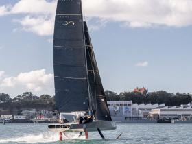 Vízre került az első AC9F Youth America's Cup hajó